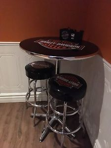 Harley Davidson table and stools