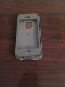LifeProof Fre Iphone 5/5S/SE Case Water/Dust Proof Brand New