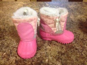Very Cute Snow/winter baby girl boots size3 VGUC!