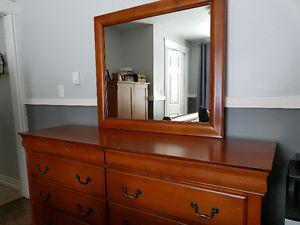 7 Piece Queen Bedroom Set in like new condition