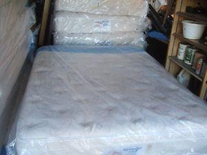 ****** Blow Out Sale ****** Queen mattresses with boxspring