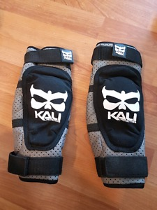 KALI elbow pads new, size small