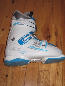 Nordica Fire Arrow Team 3 Youth Ski Boots