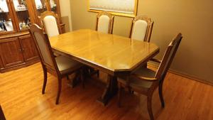 Oak Dining Table, Chairs and Hutch/Cabinet