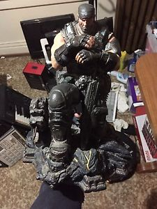 Wanted: Gears of war: statue