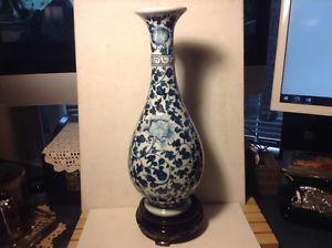 ANTIQUE CHINESE BLUE AND WHITE PORCELAIN VASE MARKED