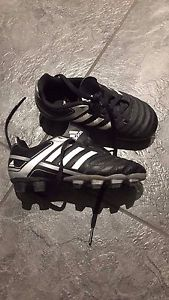 Soccer cleats 9.5 toddler