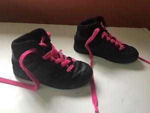 Like new Girls size 2 DC hightops!!!