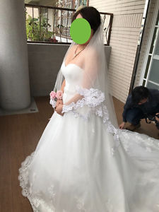 An elegant Wedding gown with sweetheart neckline.