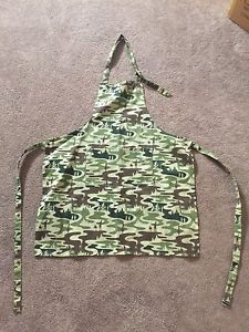 Camouflage cooking apron