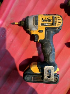 Dewalt 20v 1/4 inch driver with 2 batteries.