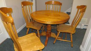 Dining Room 5 Piece Set. Pedestal Table and Four Chairs.