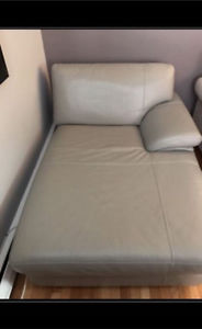 LARGE LEATHER LOUNGE SOFA CHAIR