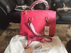 Michael kors hot pink jet set bag