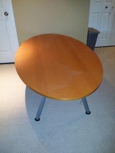 Oval wood table, adjustable