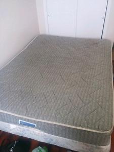 Selling 2 queen beds