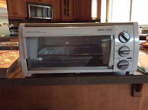 Under the Cabinet 4 Slice Toaster Oven by Black&Decker