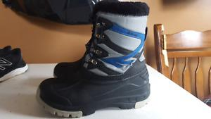 Brand new winter boots size 5