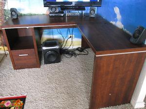 Corner Computer Desk w Mat for chair