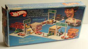 Hot Wheels WORLD with Original Box.