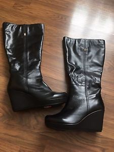 Ladies wide calf boot