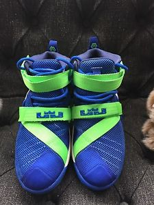 Lebron James youth basketball sneakers sz 5