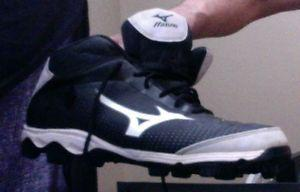 Mens Mizuno rubber cleats size 9.5, used for only 1/2 a