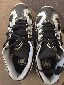 New Balance 894 Shoes