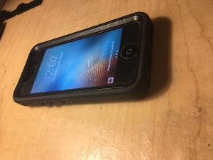 White iPhone 5C 16Gb w/ Otterbox Defender Case