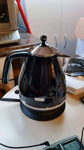 Dēlonghi Icona high end electric kettle Black