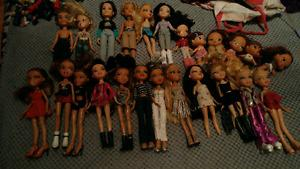 24 bratz dolls with a pile of clothes, accessorie shoes $100