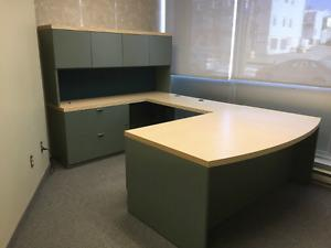 Executive Office desk in excellent condition