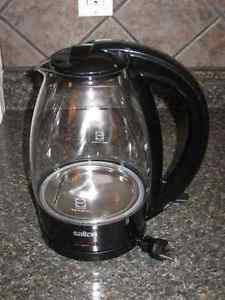 Excellent condition Salton Electric tea kettle!