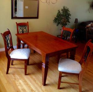 Beautiful Solid Wood Dining Room Table and Chair set