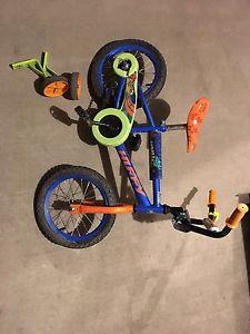 Kid bike with training wheels