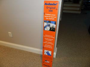 SNOW REMOVAL AVALANCHE 500 BRAND NEW LOOK