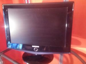 SAMSUNG 19 INCH T.V AND COMPUTER MONITOR.GREAT FOR THE