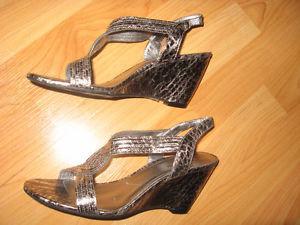 """Anne Klein """"iflex"""" Parma Sandals Size 8"""