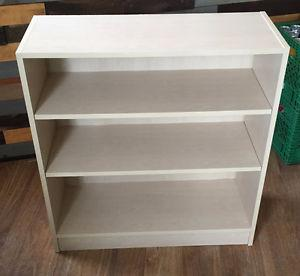 Bookshelf with 3 shelves