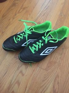 Men's umbro outdoor soccer cleats size 7