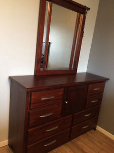 Beautiful solid wood 5 piece bedroom set