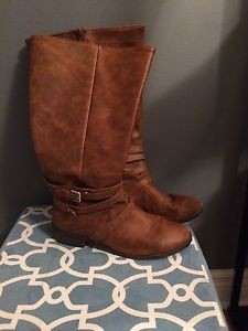 Tall tan brown wide calf boots. Very good condition. Size