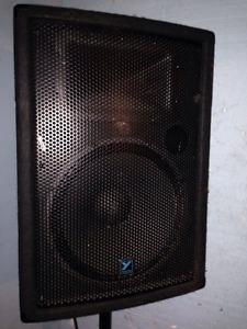 2 Yorkville YX watt speakers and Yorkville M810 mixer