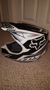 Fox V1 XL dirt biking helmet
