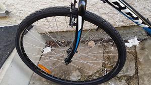 Mens hybrid mountain bike