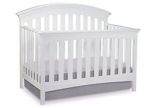 4-in-1 Delta Bentley Crib, mattress & mattress protector