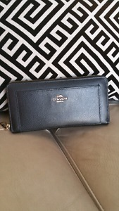 Authentic Coach Black Leather Wallet located in Kelowna