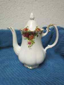 ROYAL ALBERT OLD COUNTRY ROSE TEA/COFFEE POT Price lowered