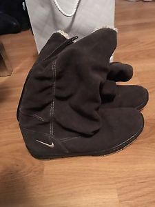 Size 7 Nike boots