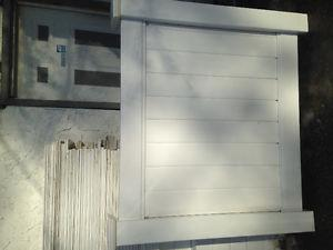 $90/6'section white vinyl picket fence and privacy fence